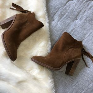 Vince Camuto suede heeled fringe booties w/ flaw